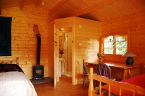 Chalets equipped with en suite bathrooms.